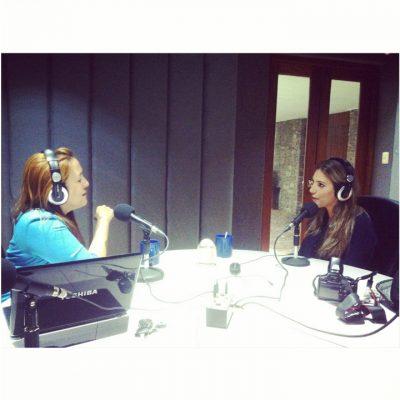 En conversación con Regina Cañas en la radio de El Salvador.