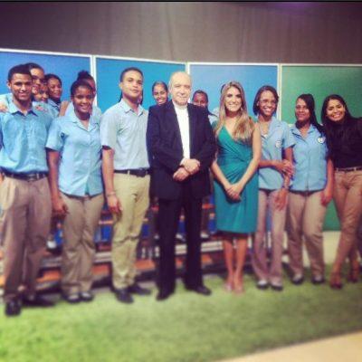 Invitada por el Cardenal Nicolás de Jesús López Rodríguez, en República Dominicana para, junto a él, contestar inquietudes de jóvenes de una escuela en televisión.